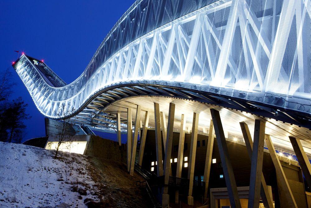 God nok: Nye Holmenkollbakken er god nok til OL, likevel er det behov for omfattende bygging av nye anlegg før et Oslo-OL. Nå inviteres byggenæringen til samarbeid.
