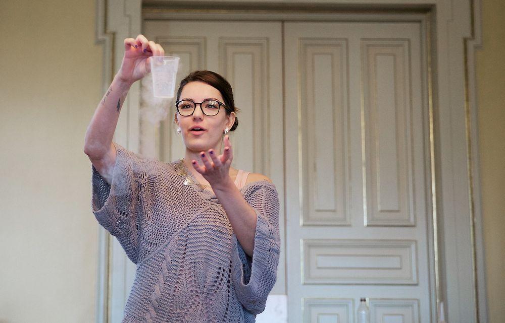 """Fysiker Selda Ekiz, programleder i """"Barn ingen adgang"""" er en av de 22 realfagsheltene som var invitert til en idedugnad med kunnskapsministeren. Foto: Eirik Helland Urke"""