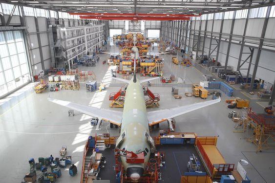 A320-fabrikken her i Hamburg skal sammen med Toulouse, Tianjin og Mobile produsere 46 fly i måneden om et par år fra nå.