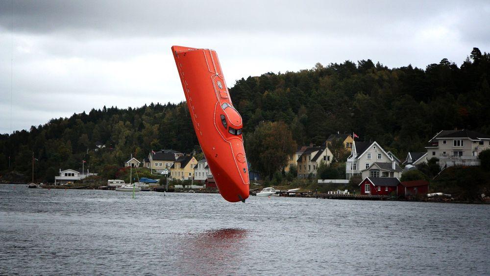 Livbåtprodusenter kan nyte godt av Petroleumstilsynets nye krav, men oljebransjen er kritisk og mener det vil bli for dyrt å innføre dem. Her er Norsafes nye fritt-fall-livbåt GES50 MKIII.