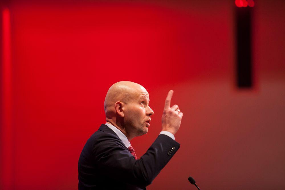 Olje- og energiminister Tord Lien (Frp) foreslår å fjerne den såkalte kompetanseforskriften, som legger føringer for bemanning i nettselskapene.