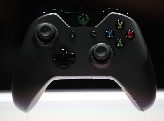 The Xbox One controller is shown during a press event unveiling Microsoft's new Xbox in Redmond, Washington May 21, 2013.  REUTERS/Nick Adams  (UNITED STATES - Tags: SCIENCE TECHNOLOGY ENTERTAINMENT)