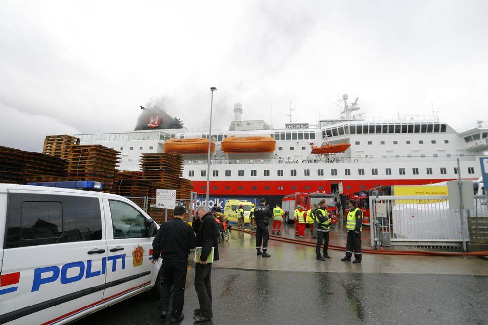 BRANN: Hurtigruteskipet Nordlys brant utenfor Ålesund i september 2011.