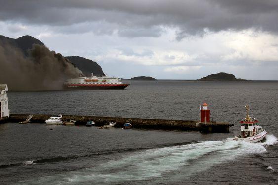 Brant livlig:Hurtigruteskipet Nordlys i brann like utenfor Ålesund 15. september 2011. To av mannskapet døde og to ble hardt skadet.