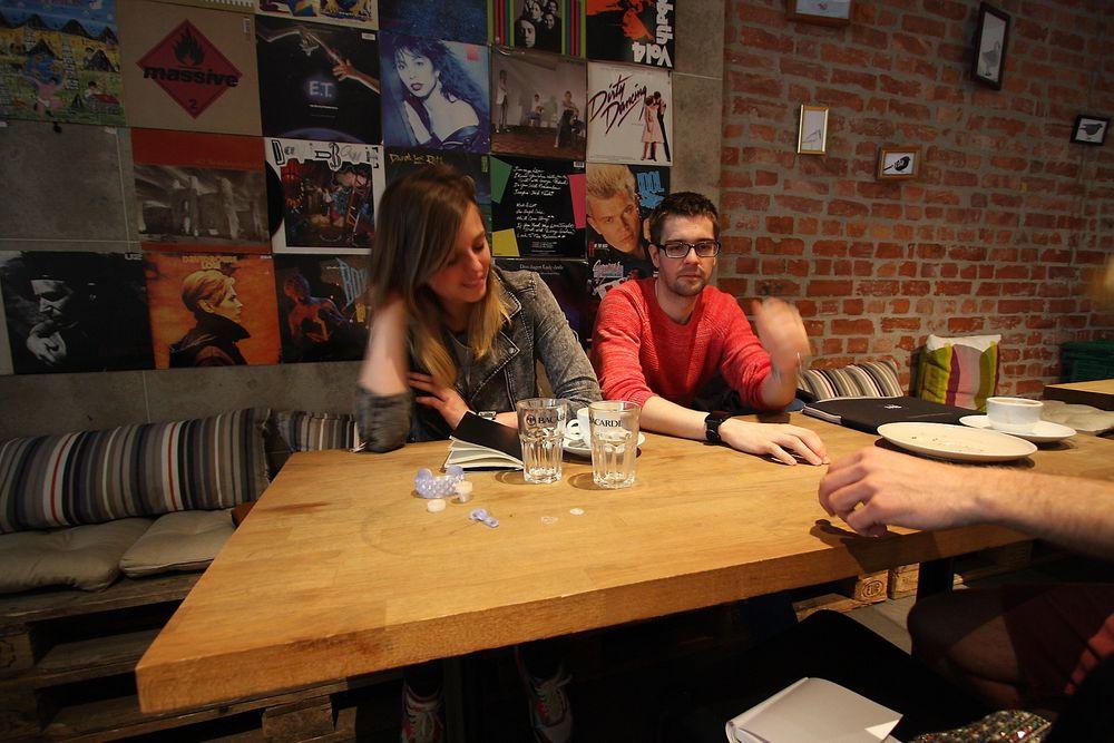 Krisztine Tóth og Adam Scheuring ved Mesh vil hjelpe grundere å realisere sine produkter på Makers space. Foto: Maria Amelie