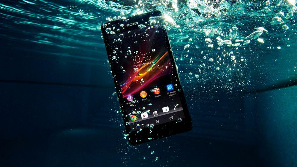 Til undervannsfotografen: Sonys Xperia XR er vanntett til 1,5 meter og har fått en egen knapp som skal gjøre det mulig å ta bilder og video under vann.