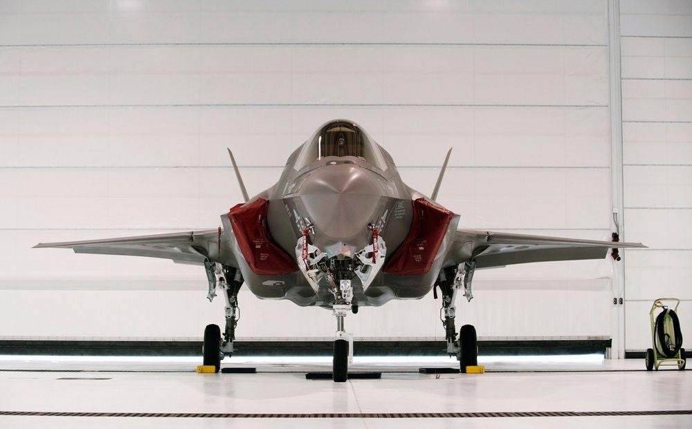 Den amerikanske marinens versjon av jagerflyet F-35 som nå er satt på bakken. Mandag ble det meldt om en ny hendelse med et fly i USA.