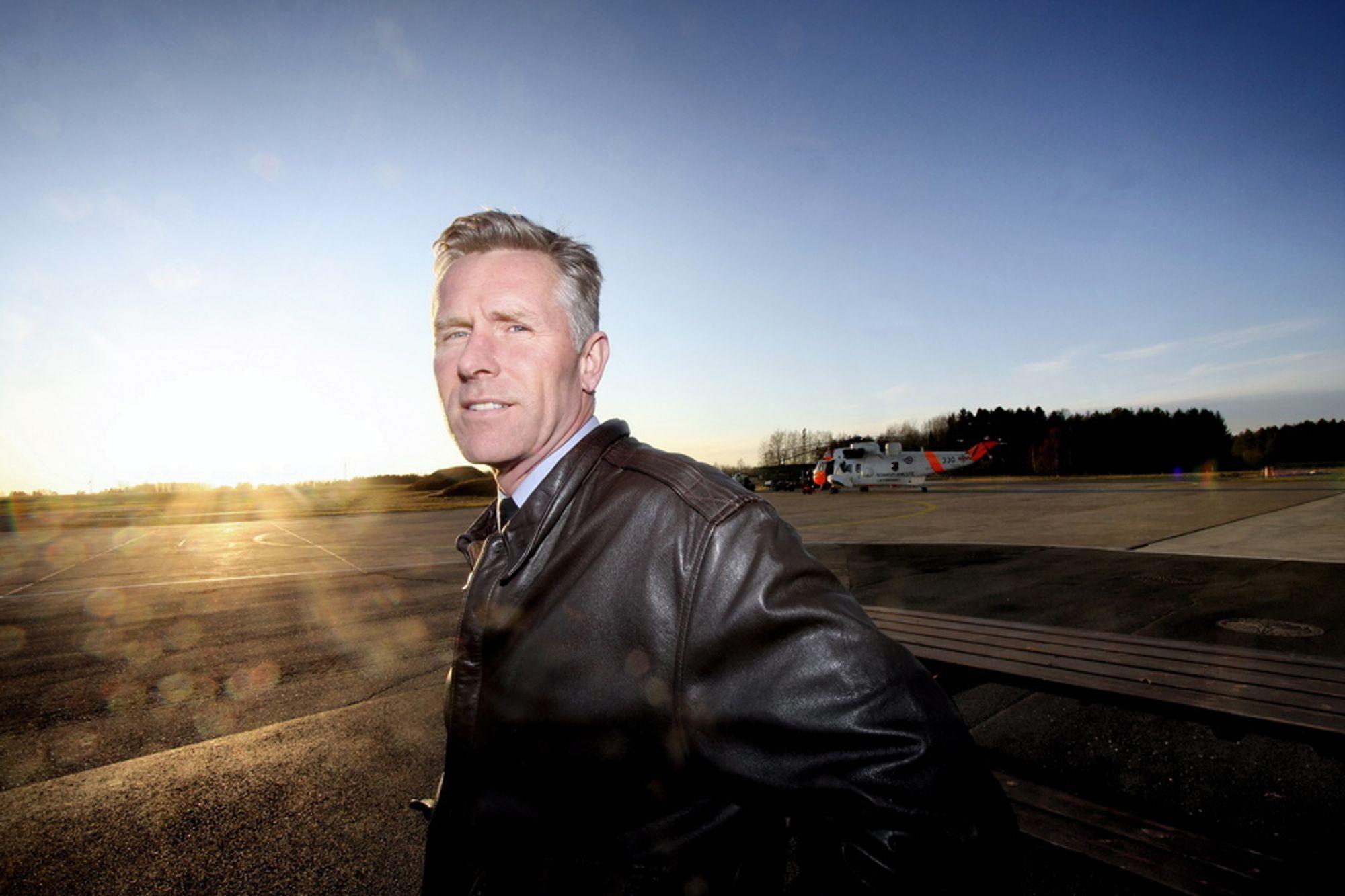 HOS NULLERN PÅ RYGGE: Oberst Stig Nilsson er Forsvarets prosjektleder i NAWSARH. Han er ingen helikoptermann, men har sin bakgrunn fra kampflyene F-5 og F-16.