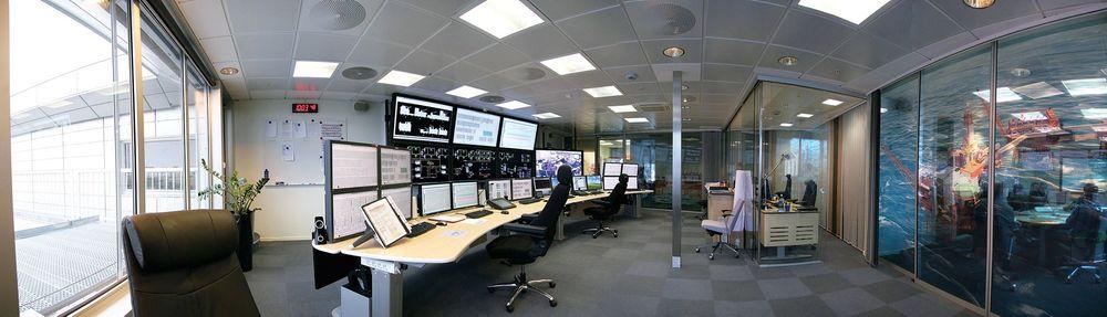 Kontroll: BP satser på økt utvinning ved å styre brønnene her fra kontrollrommet på Forus, men de ansatte er engstelige for sikkerheten ved akutte situasjoner. Foto: BP