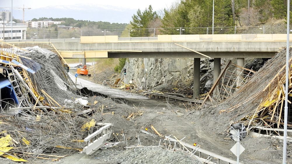 Dagen etter at broen på Rotvoll kollapset, oppdaget en privatperson en bro under bygging ved City Syd som hvilte på ustabile treklosser.