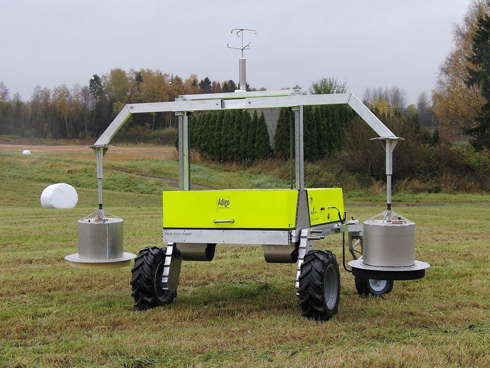 Sintef har utviklet et måleinstrument som skal testes ut videre på en selvgående robot som kan gjøre gassmålinger ute på åkeren.