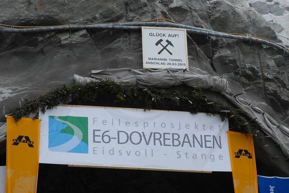 Tunnelarbeidene som Alpine Bau har drevet på fellesprosjektet ved Minnesund, har stoppet opp etter konkursen i selskapet