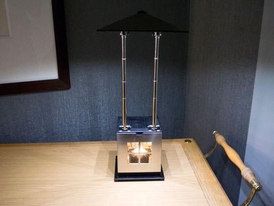 """Telysdrevet kontorlys: JOI-lampen har """"Lyshatten"""" med alle LED-lampene montert på teleskoparmer og kan burkes som lyskaster elelr arbeidslys."""