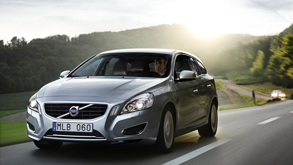 En 2020-modell av en Volvo-bil skal ha ned mot null i skade- eller dødsrisiko, mener Volvo selv. Her V60 plug-in-hybrid, bilen selskapet hevder er deres mest teknologisk avanserte.