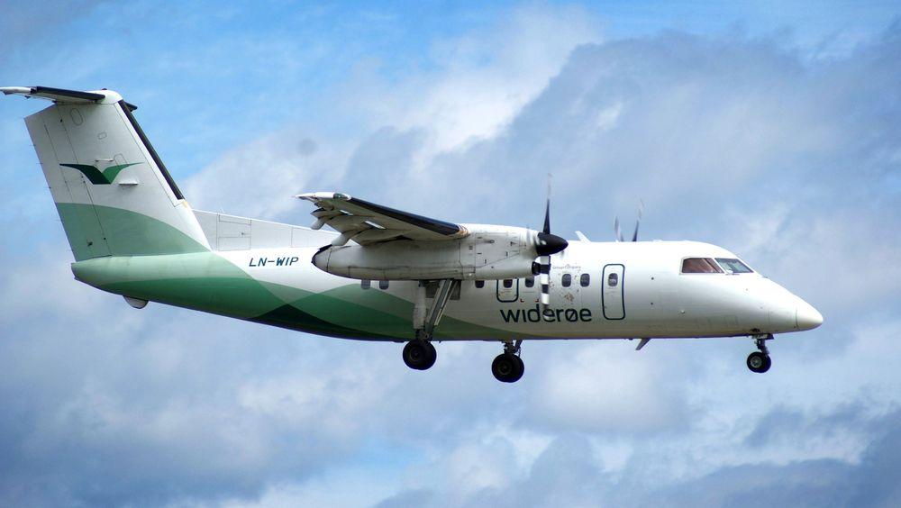 Nestenulykke: Det var et slikt DHC-8-103 fra Widerøe som i 2006 nær havarerte som følge av utilsiktet reversering i lufta. Gardermoen: Dash 8-100 fra Widerøe rett før landing på Oslo lufthavn. FOTO: JAN OVIND / VG