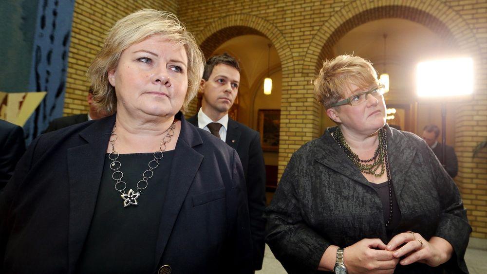 Både Frp, Venstre og KrF vil omgjøre vedtaket om å innføre datalagringsdirektivet om de kommer i regjering. Høyre står på sitt.