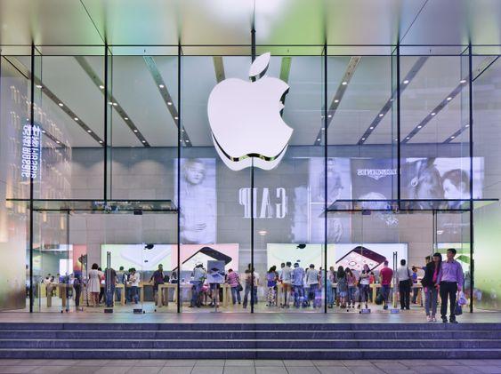 Apples vekst ser ut til å stagnere, delvis på grunn av at det kinesiske markedet er i ferd med å mettes. Her fra en Apple Store i Shanghai, Kina.