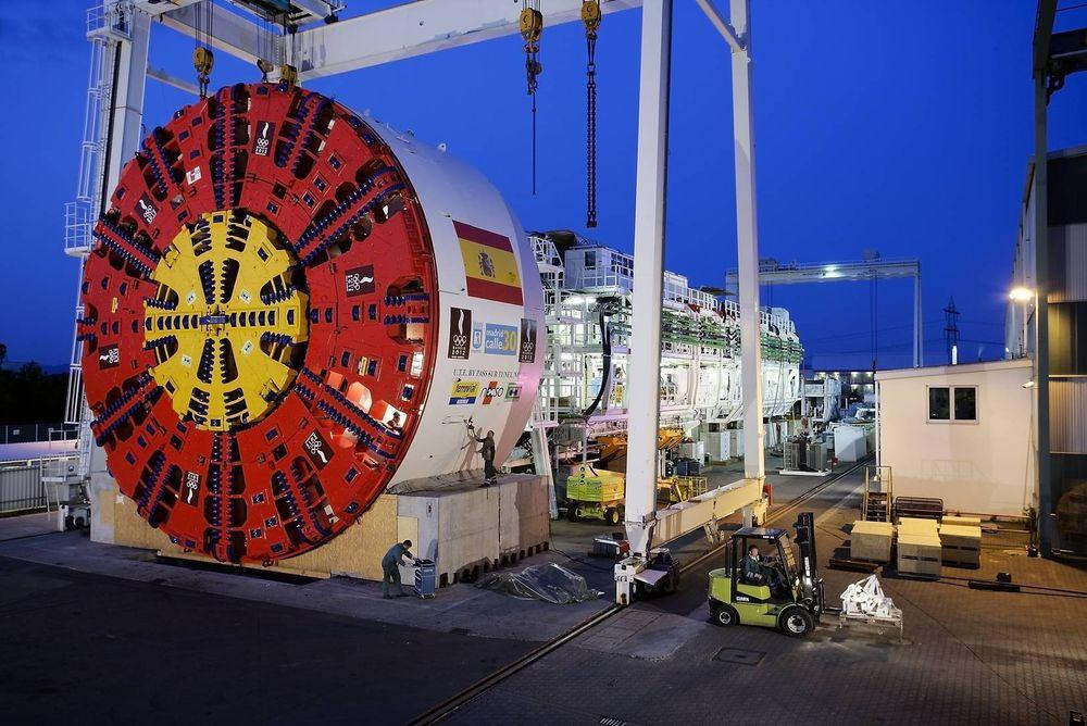 Dimensjoner: Bildet viser tunnelboremaskinen fra Herrenknecht som Acciona Ghella brukte til motorveitunnelen M30 under Madrid. Kutterhodet her har en diameter på 15,2 meter, drøyt fem meter mer enn maskinene som skal bore fra Åsland. Foto: Acciona-Ghella