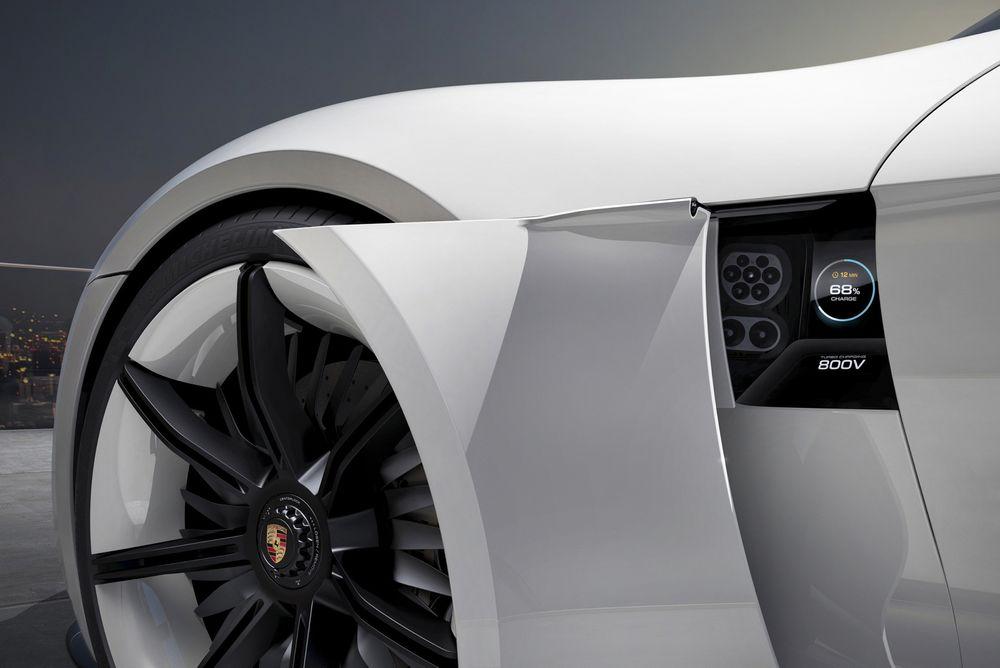 Det finnes mange klassiske Porshce turbo. Nå kommer den tyske bilprodusenten også med turbolading som skal kunne gi 400 km rekkevidde på et kvarter.