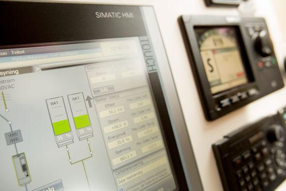 Simatic-systemet overvåker tilstanden på batterier og fremdriftssystem. Foto: Siemens
