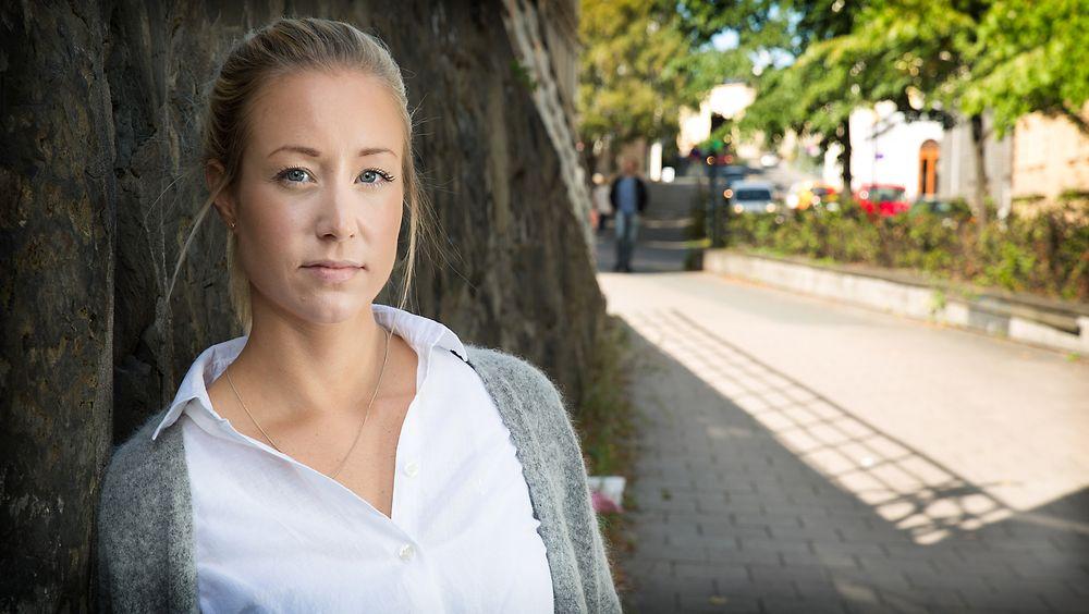 Den arbeidsledige sivilingeniøren Karine Huuse (28) ville kvalifisere seg til å ta praktisk-pedagigisk utdannelse, slik at hun kan jobbe som lærer. Men da hun meldte seg opp til et mattefag ved fjernundervisning ved NTNU, kuttet Nav all støtte. Foto: Eirik Helland Urke.