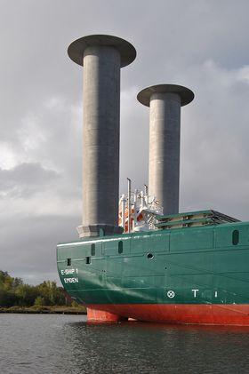 Ecoship 1 ble bygget i 2008 og har to Flettner-rotorer.