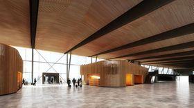 Slik blir det seende ut i prien. Trespilene på paviljongen er designet som i foajeen i Operahuset i Oslo. Vingespenn-temaet går igjen i himlingen.