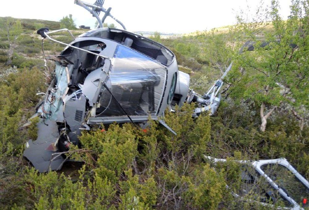 Flygeren og passasjeren i forsetet ble skadet da et AS350 havarerte like etter avgang på Hjerkinn 24. juni 2014.