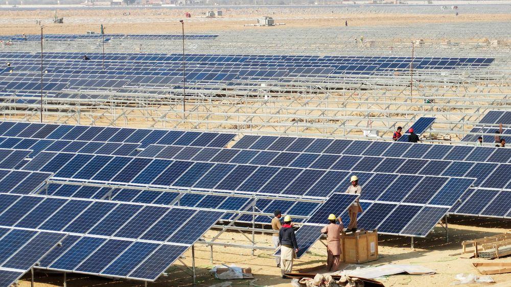 Quaid-e-Azam Solar Power Park i Punjab i Pakistan skal til slutt ha 1000 megawatt installert effekt, og blir dermed verdens største solkraftverk.