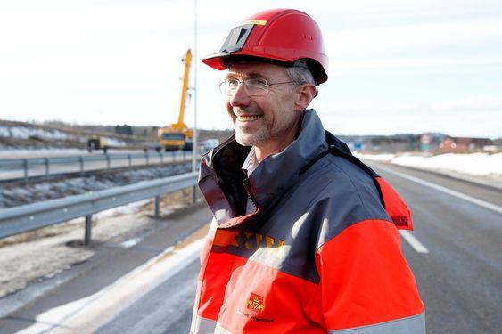 OSLO  20150221. Prosjektleder Arvid Veseth var fornøyd etter sprengningen av Skjeggestad bru på E18 ved Holmestrand lørdag ettermiddag. Foto: Heiko Junge / NTB scanpix