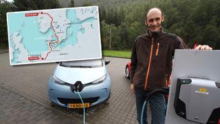 Harm (44) kjørte elbil fra Nederland til Geiranger