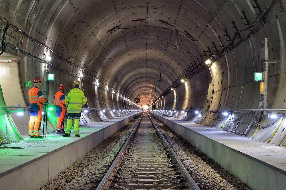 Det har vært svært dyrt og svært tidkrevende, men nå er man snart i mål med Hallandsåstunnelen.