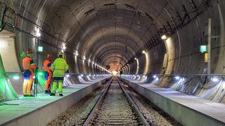 Tunnelen tok 19 år lenger og kostet 12 ganger mer enn planlagt. Nå er den ferdig