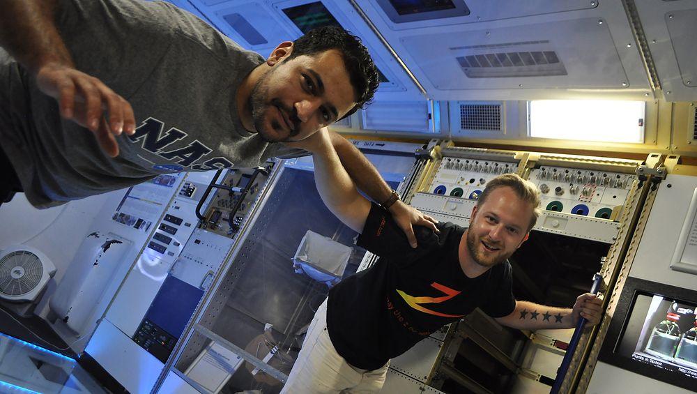 Saresh Mohamad og Fridtjof Wabakken tilbrakte sommeren hos Nasa i USA, hvor de jobbet på et prosjekt, som til slutt vil lete etter liv på Mars. De er begge ingeniørstudenter på masternivå ved Universitetet i Stavanger.