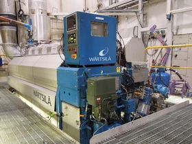 Wärtsiläs testsenter i Vaasa i Finland med motoren som er satt opp for testing av ulike typer biodrivstoff.