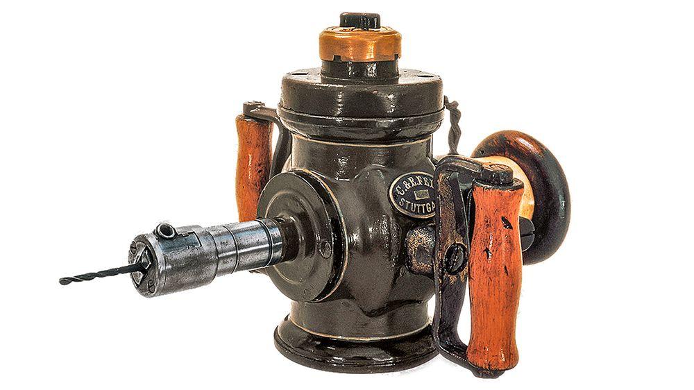 Drill anno 1895: Fein kom på markedet i for 120 år siden med verdens første elektriske drill. En drill med en vekt på 7,5 kilo og 50 watt effekt imponerer ingen i dag, men den var en sensasjon den gangen og startet en verktøyrevolusjon.