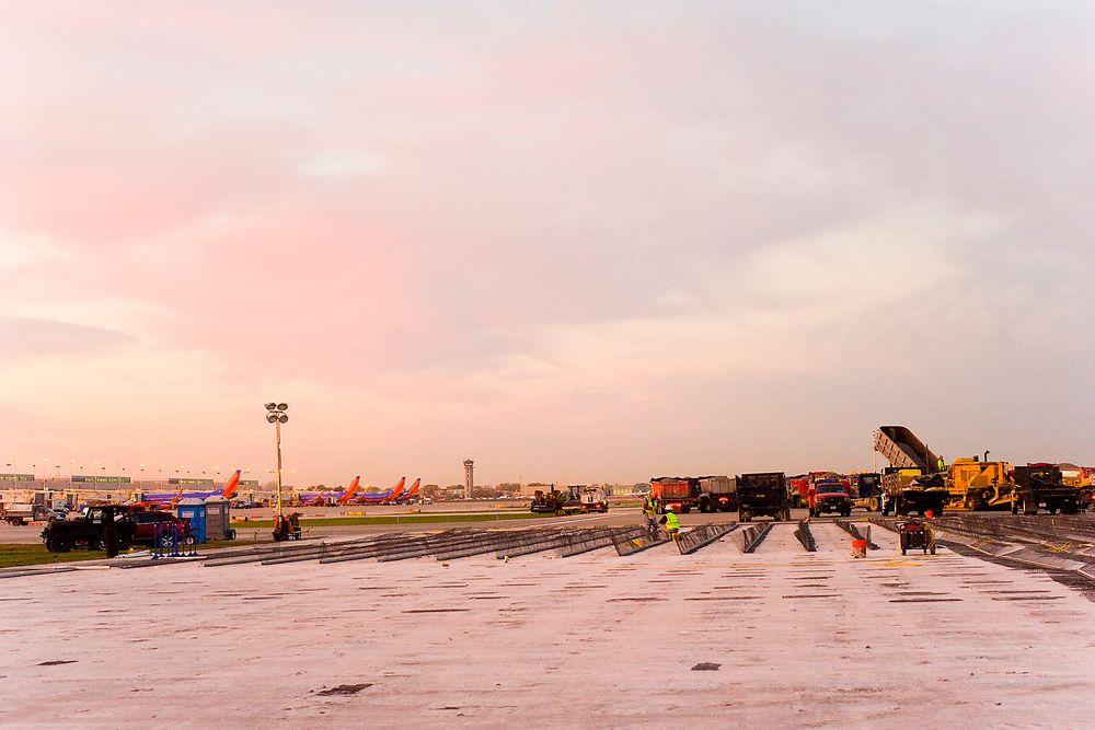 Her er den første greenEMAS-installasjonen i ferd med å bygges på Chicago Midway.