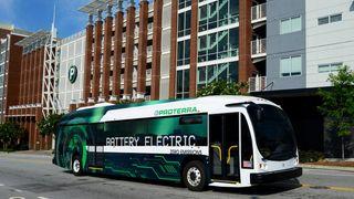 Tidligere Tesla-ansatt har laget karbon-elbuss med rekordrekkevidde