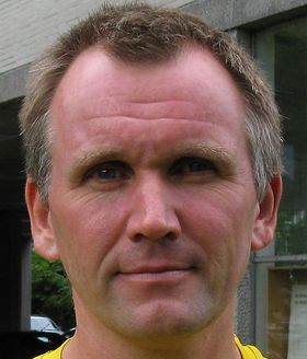 Professor Jan Petter Hansen ved Institutt for fysikk og teknologi, Universitetet i Bergen, er ikke overbevist om at vi står overfor en snarlig energirevolusjon basert på Holmlids resultater.