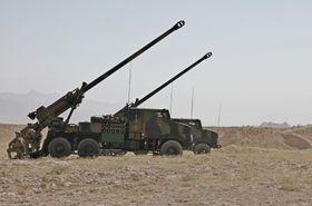 Øvelsesskyting med Caesar utenfor Bagram i Afghanistan.