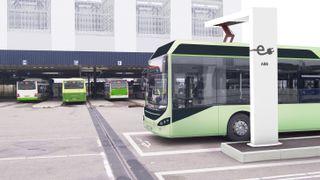 Lader opp bussene på seks minutter. Nå vil de ha teknologien til Norge