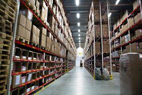 God plass: I det nye lageret er alt styrt av strekkoder og lokasjonsplasser. Over 10.000 varelinjer går ut herfra hver uke, da bør systemet være effektivt.