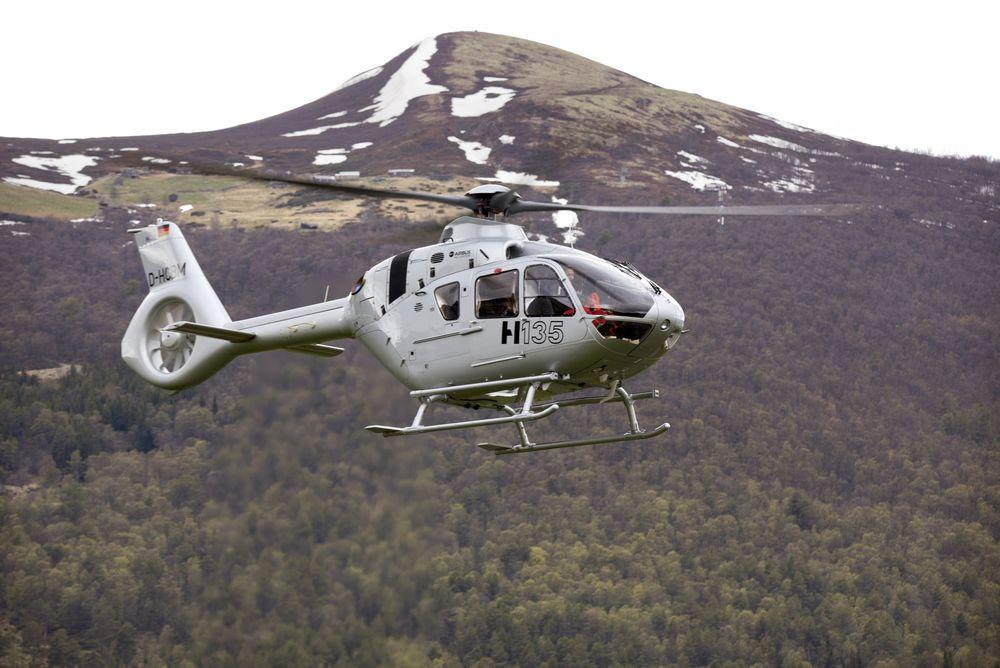 Her er H135 T3-testhelikopteret på testing i Jotunheimen i juni.