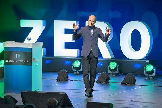 Engasjert: Bertrand Piccard åpnet Zerokonferansen 2015.