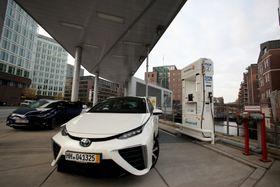 Hydrogenbiler, som Toyota Mirai, begynner så smått å komme i serieproduksjon.