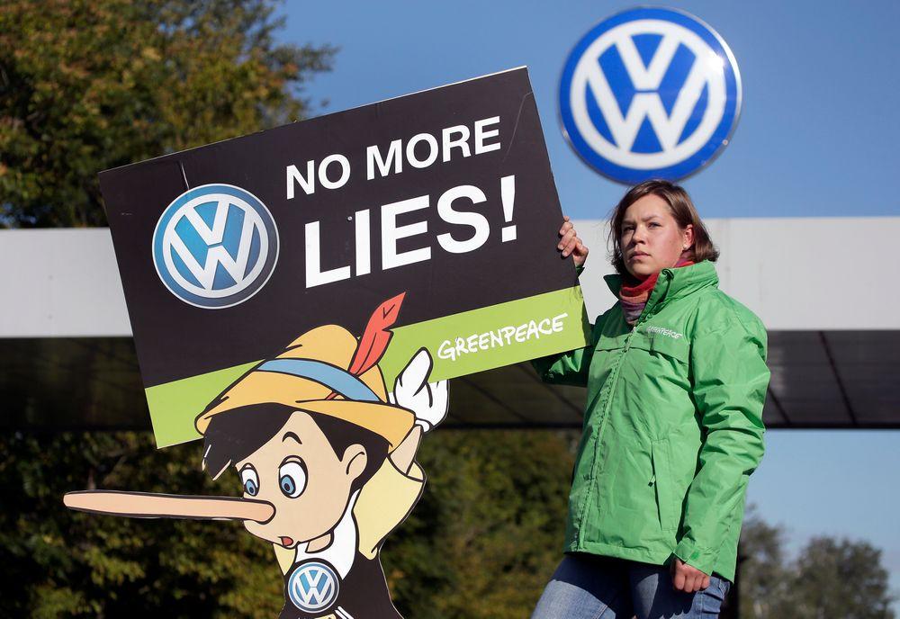 Det tyske biltilsynet gransker nå flere bilmerker for å se om bilene manipulerer utslippsmålinger. FOTO: NTB SCANPIX (AP Photo/Michael Sohn)