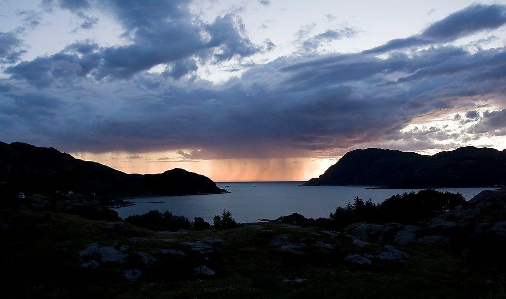 For svært mange av de petromaritime bedriftene i Sogn og Fjordane, går det fortsatt så det suser, selv om oljeprisfallet rammer i store deler av landet. Men mørke skyer skimtes i horisonten.