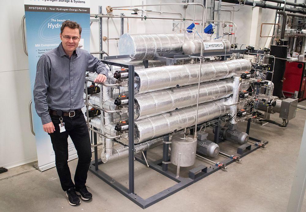 Stempelfri: Den nye hydrogenkompressoren som Jon Eriksen og flere på IFE står bak bruker temperaturforskjell til å komprimere hydrogen. Denne prototypen har gått uten problemer i over 3000 timer. Den neste modellen er forenklet og forbedret og klar for pilotkunder.