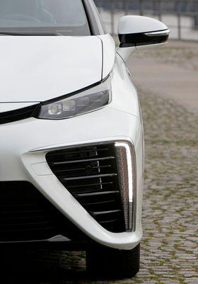 Brenselcella trenger mye luft (oksygen), derav de voldsomme luftinntakene på Toyota Mirai.
