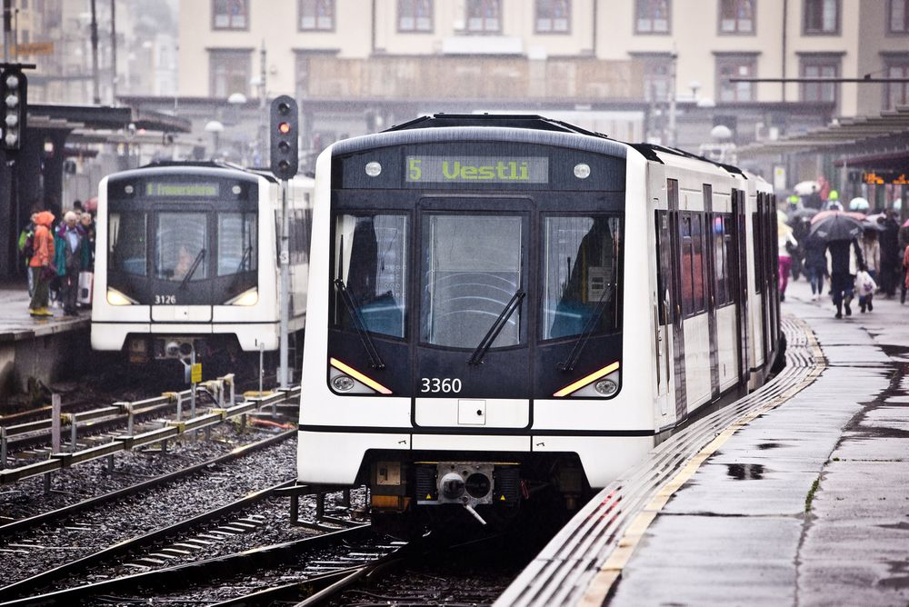 Mandag kom en gruppe fra Tokyo Metro for å lære om norsk t-banedrift.